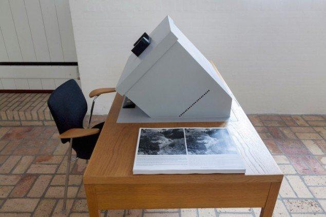 Stereobord, skabt af Morten Barker, på udstillingen Underværker, 2015, Kystmuseet Bangsbo. Foto: Morten Barker