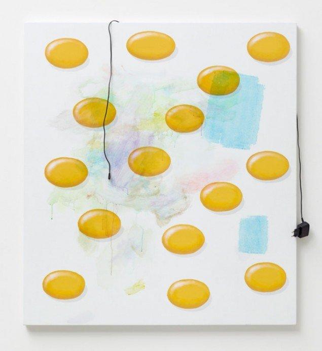 Torben Ribe: Eggs and Charger, 2012. Akryl på lærred, oplader til mobiltelefon. 109 x 98 cm. (Foto: Anders Sune Berg)