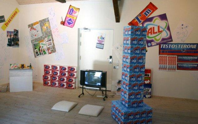 Der er skruet op for pop'en i Kunstpakhuset. Foto: Kristian Handberg.