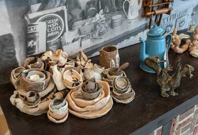 Brutal Vitality, installation bestående af egne værker, værker af Cobrakunstnere, fundne objekter og arkivmateriale. Cobra Museum, Amstelveen, Holland, 2015. Foto: Peter Tijhuis