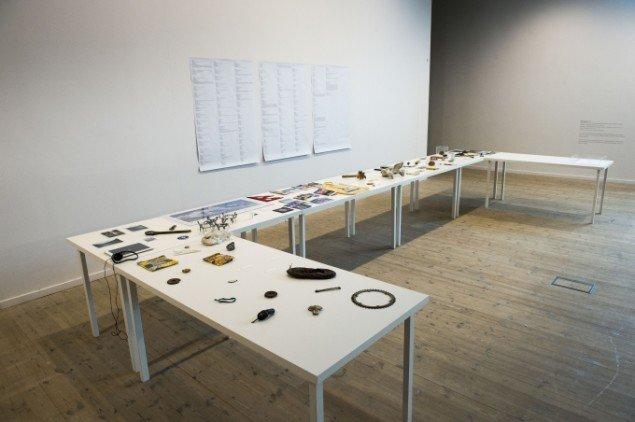 Amy Balkin: A People's Archive of Sinking and Melting - et arkiv over genstande fra steder, som er truet af at forsvinde. Foto: Kunsthal Aarhus