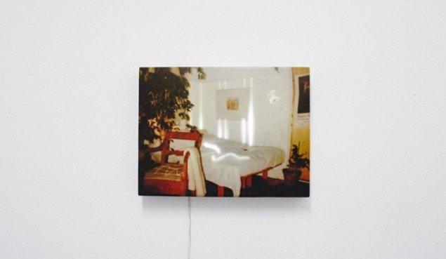 Stanza della Madre, Diece Rieghe '85, 2015. Stillfotografi. Digital print på silke, træramme, LED, Arduino. 125 x 169. Foto: SixtyEight
