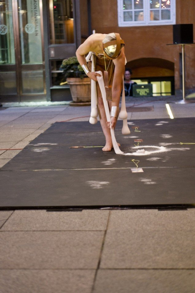 Seven Imprints Of Breath Placed In A Spiral, 2013. Performance, 25 min. GL STRAND. Foto: Hans H. Bærholm