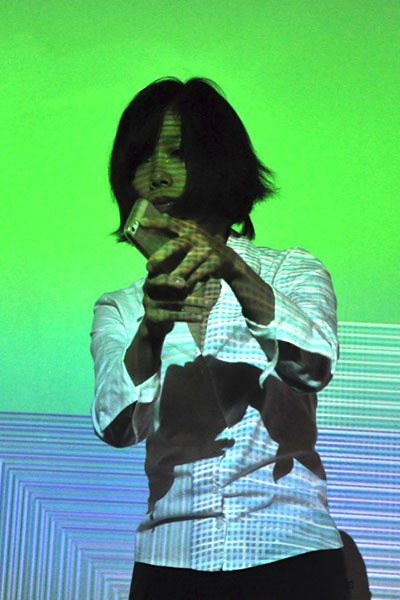 Anders Monrads Virtuoso opført af Ying-Hsueh Chen på Dias Kunsthal. (Foto: Rikke Sabrina Jensen)