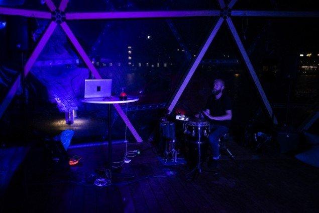Matthias Hvass Borello og amerikanske Will Owen med DJ-set og trommer på Dome of Visions. Foto: Martin Kurt Hagelund