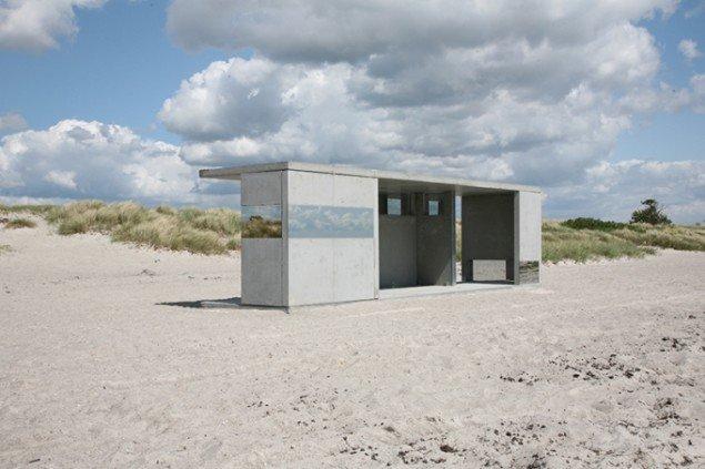 Det stedspecifikke værk Gazebo, 2015 på Ishøj Strand i udstillingen Kunst i sollys, Arken, 2015. Foto: AVPD