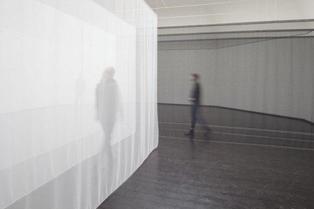 Pass, 2014. Performativ bevægelsesinstallation, Beyond Reach, Den Frie, København. Foto: AVPD