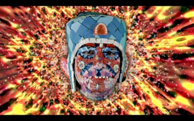 Still fra filmen The Starry Messenger. Williams som levende terrazzogulv.