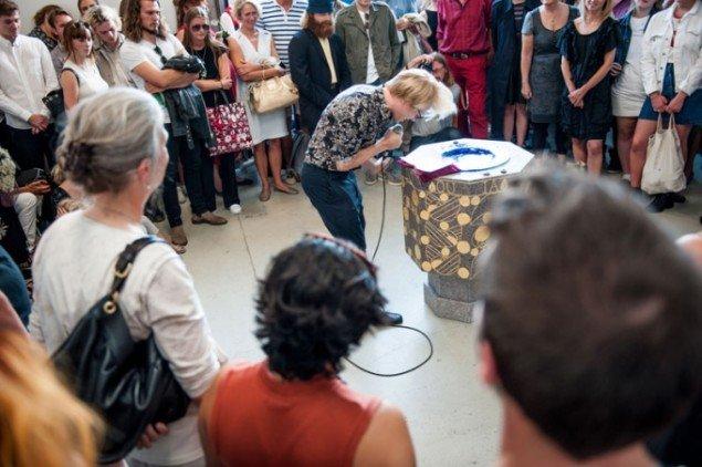 Et stort publikum var mødt op til Tovborgs konfrontation med nutiden. (Foto: Anders Sune Berg)