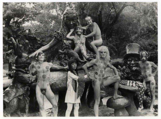 Anatomic Explosion' happening foran statuen af Alice i Eventyrland i Central Park, New York, 1968, Foto: Bob Sabin