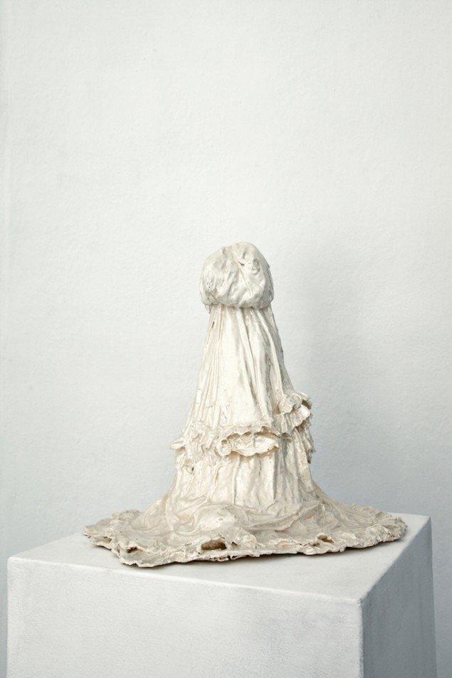 My Ghost, My Pearl #2, porcelæn, glasur, perlemor, 2010. Foto: Sian Kristoffersen