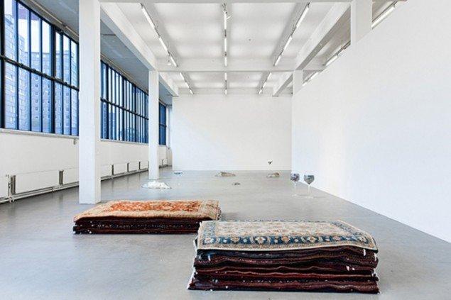 Nina Beier: Cash for Gold, Kunstverein Hamburg, 2015. Foto: Fred Dott