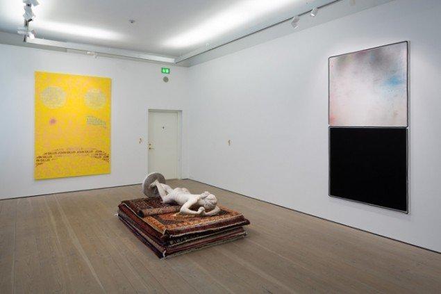 Nina Beier: installationsview Perfect Duty, 2014, TRUST, Kunstforeningen GL STRAND, Foto: Torben Eskerod