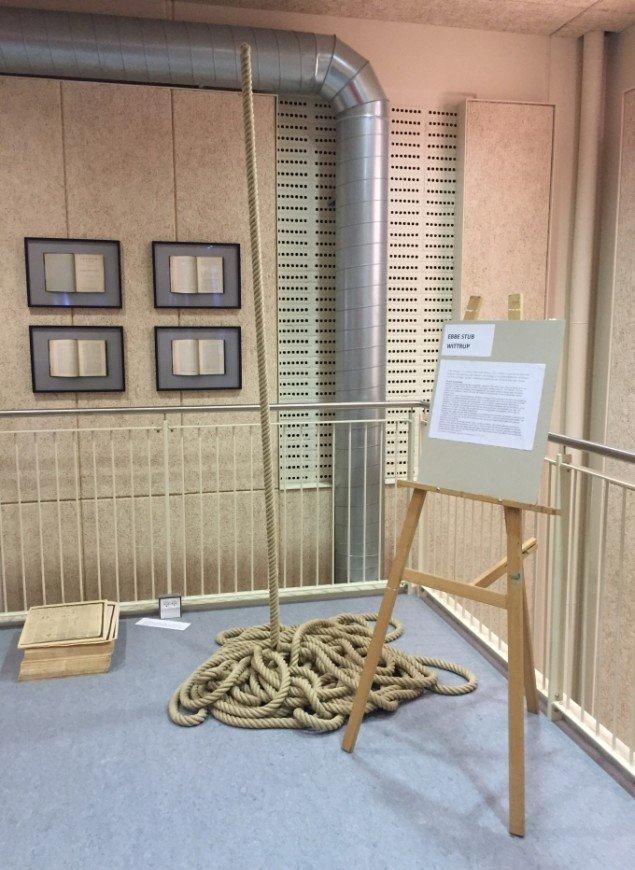 Et af samlingens skulpturelle indslag: tre objekter fra Ebbe Stub Wittrups udstilling The Voice of Things, 2012. Foto: Daniel Lindberg Heydorn