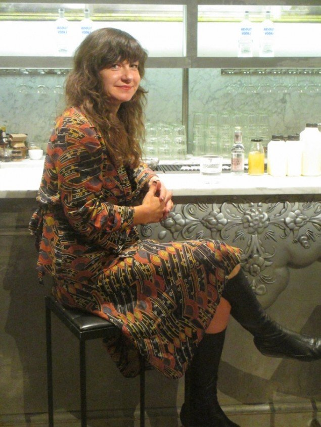 Frances Stark ved en artist talk under Absolut Art Award-uddelingen (i en bar selvfølgelig). Foto: Stine Nørgaard Lykkebo
