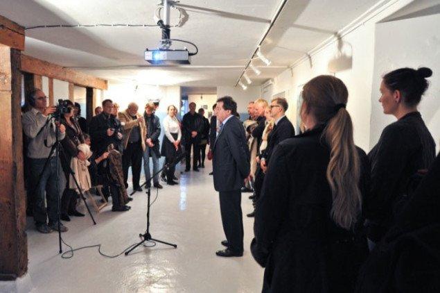 Ambassadør Hr. Teymuraz Ramishvili åbner udstillingen. Foto: Kurt Nielsen