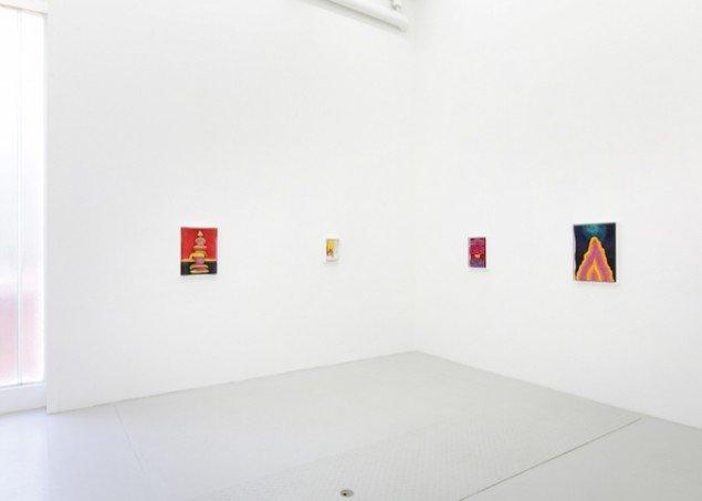 Installationsview af Matthew Ronays trærelieffer fra udstillingen In and Out and In and Out, Again, 2015 hos Nils Stærk til 17/10 2015. Foto: Malle Madsen