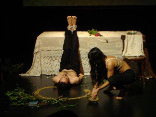 Augusta Atla, EMOTIONAL REALISM, 2013. Teaterstykke hos Michael Cacoyannis Foundation, Athen, Grækenland. Foto: Augusta Atla