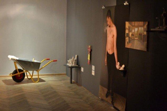 Installationsview, Med den ene fod i graven, 2015. (Foto: Katrine Bruun Jørgensen)