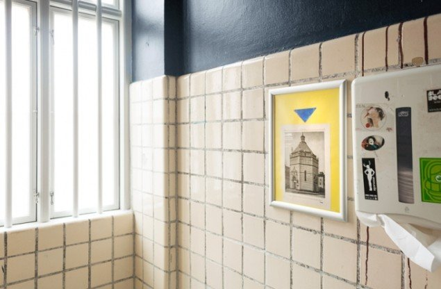 Installationsview fra The Toilet, 2015, Din Nye Ven, København. Foto: Christian Klintholm