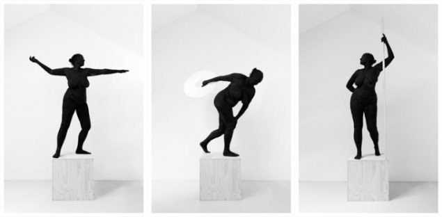 Kirsten Justesen, Græsk sommer 1,2,3. 2015. En fotoserie af performance-dokumentationer, der kan lånes af offentlige institutioner.