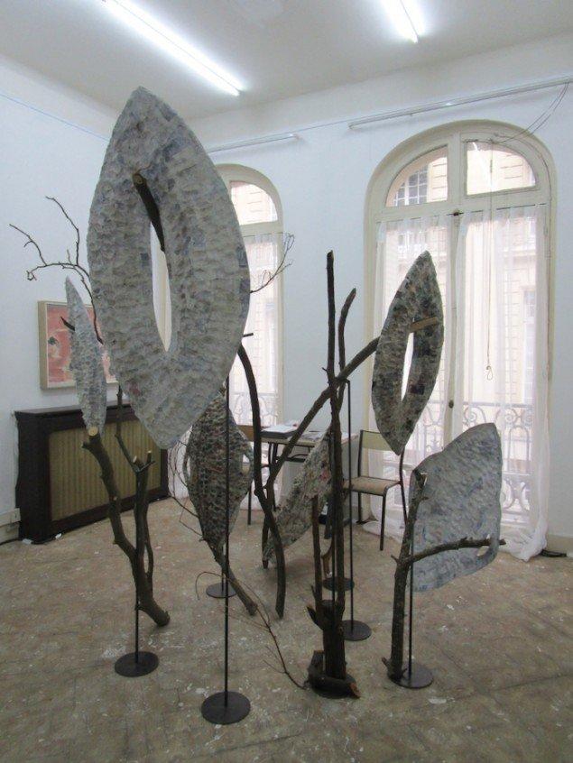 Christian Andersen præsenterede ingen nordiske kunstnere på Paris Internationale. Men derimod britiske Tom Humphreys og isralsk-fødte Shelly Nadashi. Det skulpturelle værk i forgrunden er Nadashis. Foto: Stine Nørgaard Lykkebo