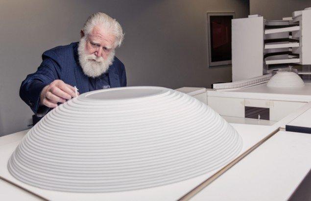 James Turrell og en model af værket The Dome. Foto: Morten Fauerby // Montgomery