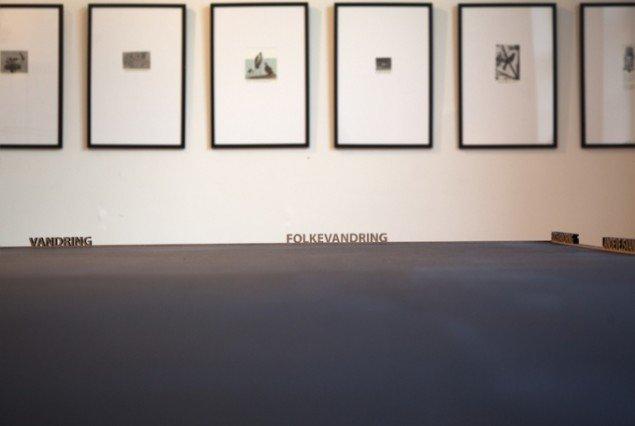 Tanja Nellemann Poulsen: Arbejdsbord og Vandring, 2015. Foto: Else Ploug Isaksen