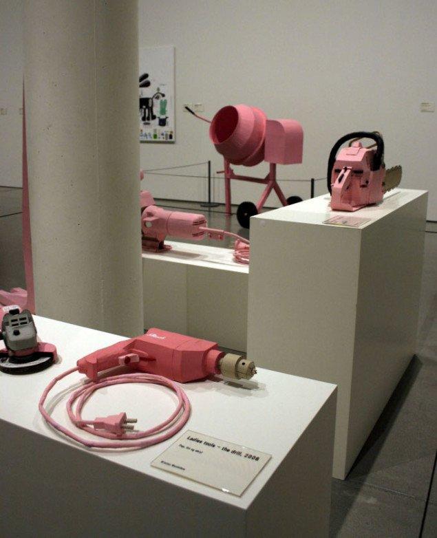 Udstillingsview med serien Ladies Tools. Foto: Maja Egelund
