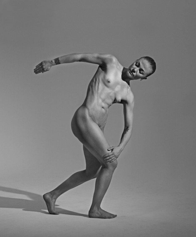 Lea Guldditte Hestelund er repræsenteret med dette værk: Körper 2.0 (Self-portrait as Discobolus), 2014-15 på Wollers udstilling OCEANS BREATHE SALTY. Foto: Pia Eikaas