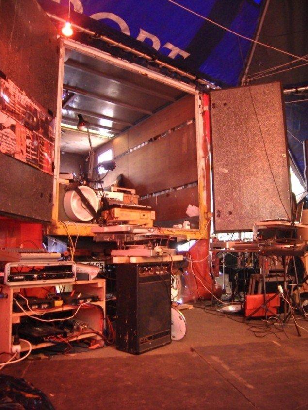 Noizemachine Tour Truckers ongoing radshow i samarbejde med dr. nexus, Berlin, 2008. Foto: Vinyl-Terror & -Horror