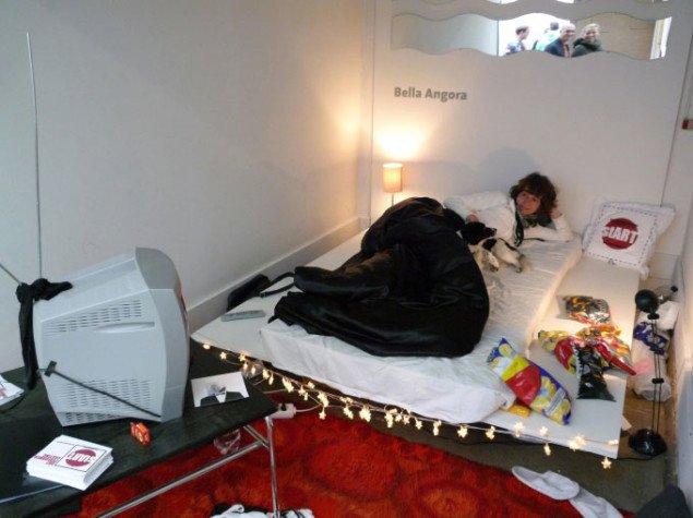 Bella Angora var også en del af Alt_Cph i sidste måned, hvor man kunne slænge sig i sengen i samtale med kunstneren. Pressefoto