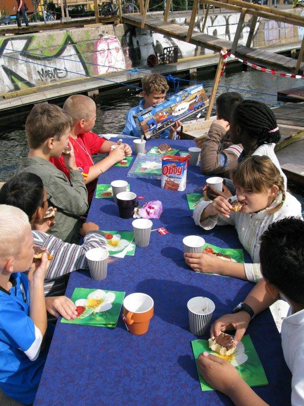Fødselsdagsselskab på havnen. Foto: Parfyme