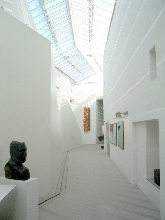 Bornholms Kunstmuseum er tegnet af Fogh & Følner og danner gode rammer om Grønningen. Foto: Rasmus Kjærboe