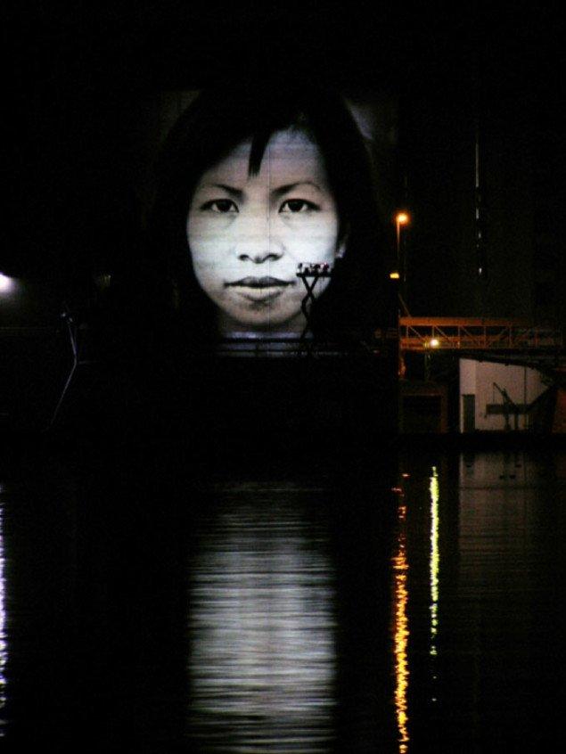 Projektion for Dansk Flygtningehjælp. Ålborg 2006. Foto Marianne Dalbøl Pedersen)