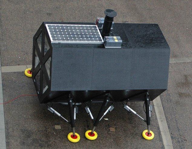 Med solceller på taget og mikrovindmøller drives huset fremad. Foto: N55