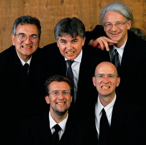 `Golden Smile´: Irwins fem medlemmer øverst fra venstre: Dusan Mandic, Miran Mohar, Borut Vogelnik, Roman Uranjek og Andrej Savski. Foto: Irwin.