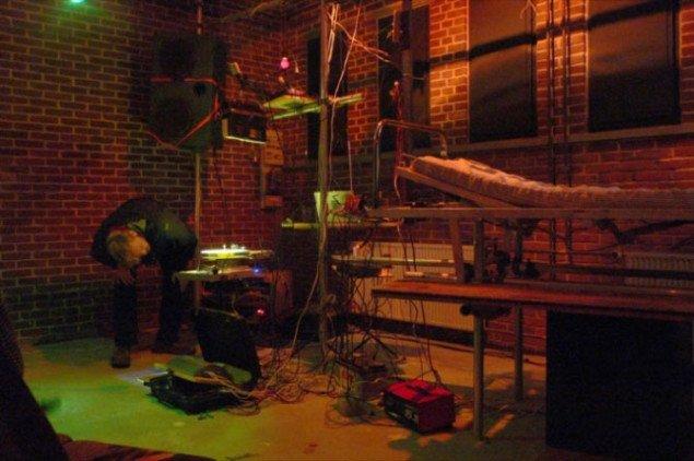 Roterende højtalere, ombyggede pladespillere, LP-tårne og meget mere. NOIZE MACHINE TOUR TRUCKERS. Foto: Kim Grønborg.