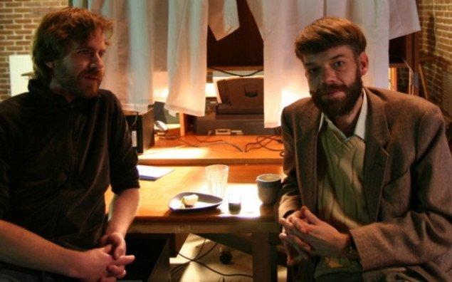 Anders Visti og Lasse Krog Møller i installationen Den herskende abe. Foto: Marie Norman Nyeng