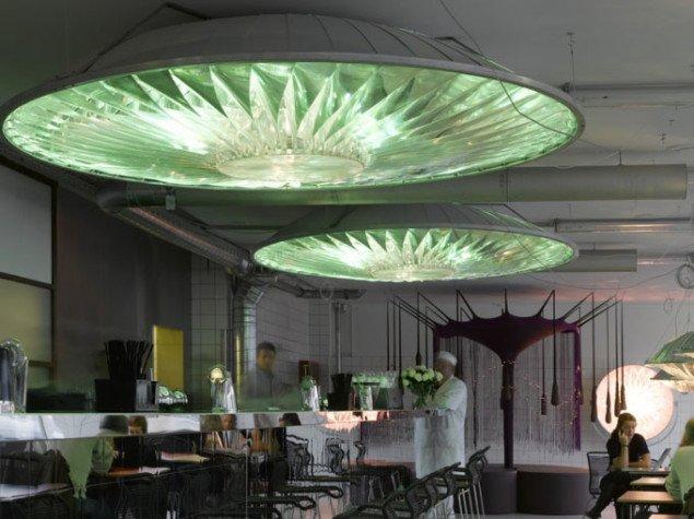 Er virkeligheden mere afklaret efter et måltid under Olafur Eliassons lamper på Karriere Bar i Kødbyen i København? (foto: Karriere Bar/Pressefoto)