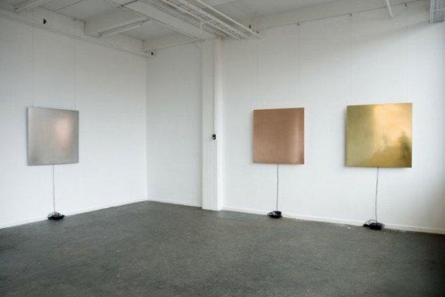 Fra venstre: Jern ('Ferrum'), kobber ('Cuprum') og messing ('Aurichalcum') (pressefoto/Helene Nyborg Contemporary)