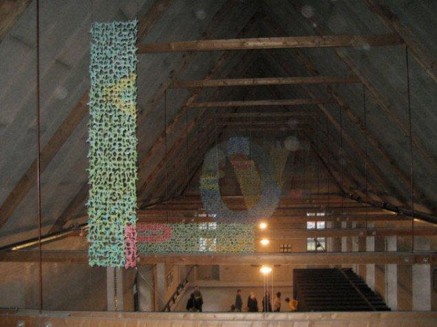 Yuko Takada Kellers papirinstallation, set fra toppen af stillads. Foto: Lise Bøgh Sørensen