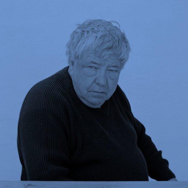Mæcenen ser som den eneste ud af billedet i Trine Søndergaards opdatering af portrætfrisen fra Brøndums spisesal. Trine Søndergaard, Portrætfrise (Hans Edvard Nørregård-Nielsen), 2008.