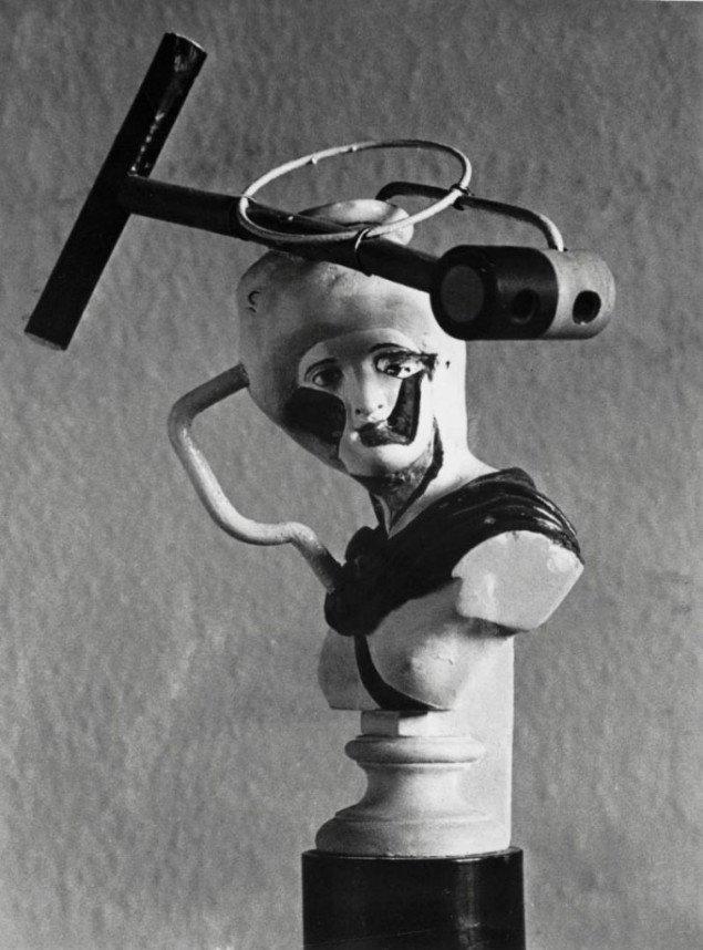 Freddies assemblager og små skulpturer virker ofte mere friske end malerierne. Internt portræt af Grace Moore, Wilhelm Freddie, 1938, eksisterer ikke længere, Foto: SMK Foto