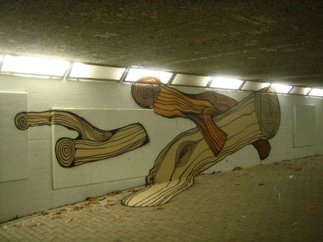 Træstammer i tunnel, som efterfølgende blev tegnet videre på af forbipasserende skolebørn. Foto: Christian Elovara Dinesen