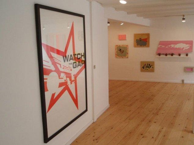 Installationsvue med Jes Wind Andersens Watch the Gap i forgrunden. Foto: Julie Rokkjær Birch
