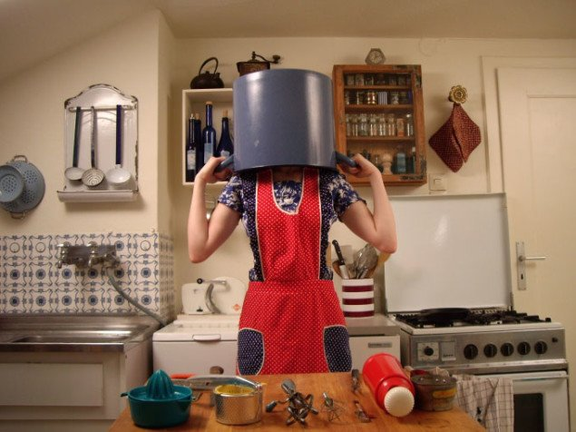 Selene States: User Guide to the Semiotics of the Kitchen (pothead) på Co-Lab. Still fra værket.