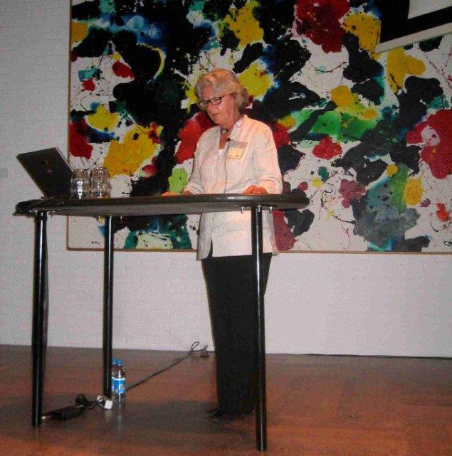 Elza Adamovicz åbner seminaret ved at spørge, om surrealismen var kunst eller livsindstillling. Foto: Rasmus Kjærboe