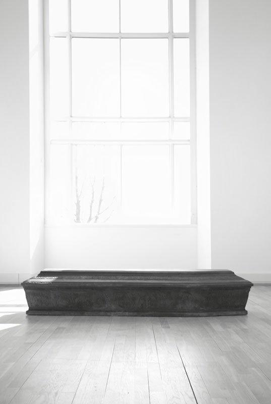 Den hermetisk lukkede kiste med titlen Leib (Legeme). Foto: Linn Sandholm