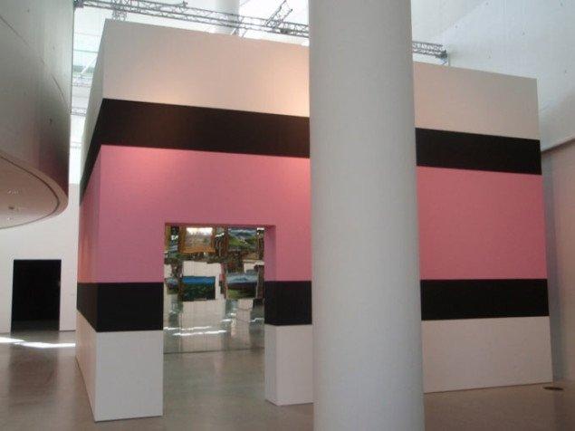 John Kørners spejlkammer ligner udvendigt et stykke lakridskonfelt. Foto: Julie Rokkjær Birch